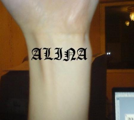 Татуировка на руку для девушек с переводом