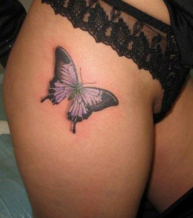 tatuaż motyl na udzie
