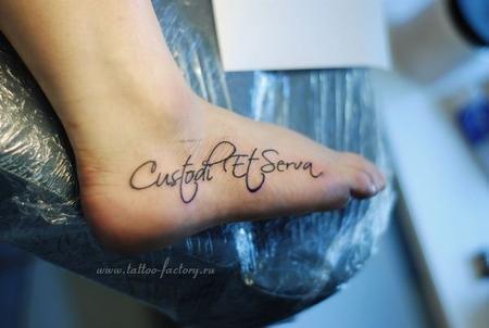 Наша татуировки надписи на запястье